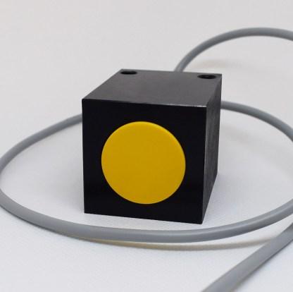 Induktivni senzor 40 x 40 mm Slika 01