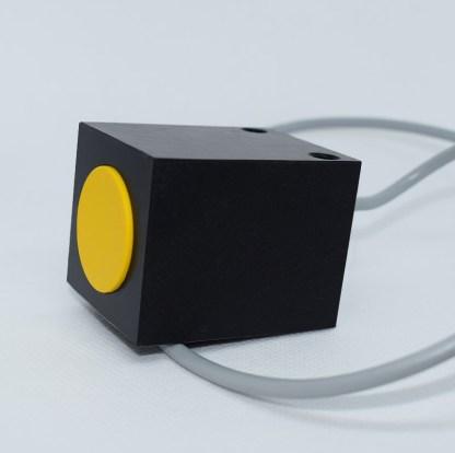 Induktivni senzor 40 x 40 mm Slika 02