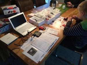 """""""Condition Monitoring"""" üben heute schon Jugendliche, zum Beispiel mit Fischer Technik. Foto: Knop"""
