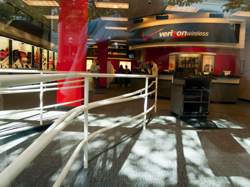 Verizon empleados-huelga-pose_7-21-12.jpg
