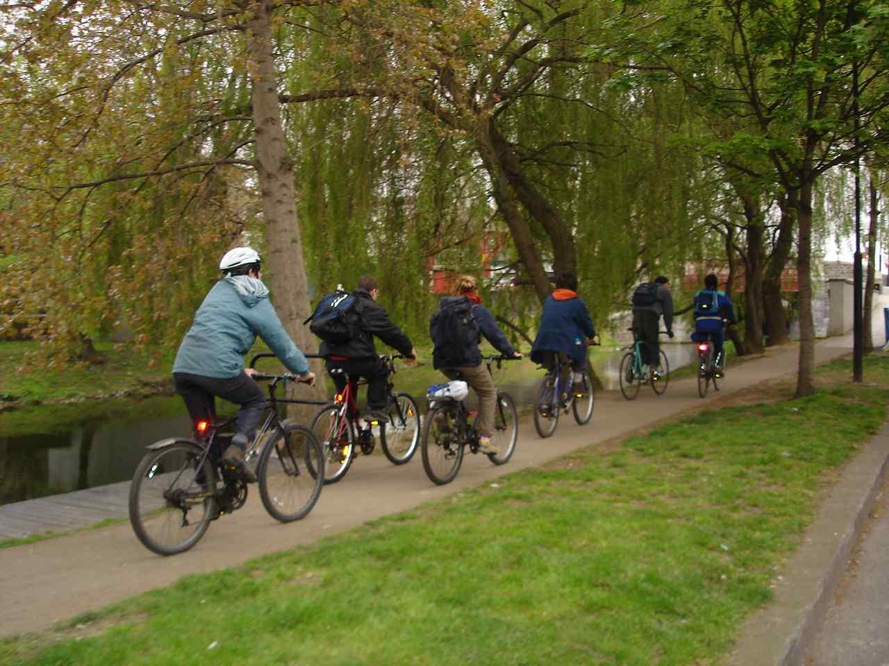 https://i1.wp.com/www.indymedia.ie/attachments/dec2007/cyclists.jpg