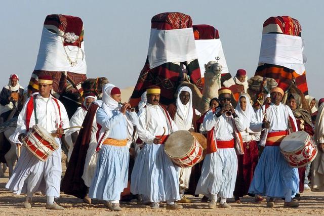 Tunus'ta geleneksel düğün-fotoğraf-AFP.jpg
