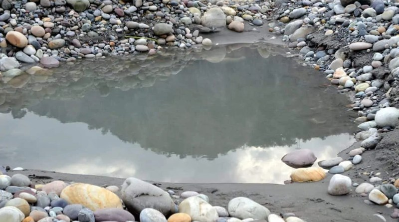 Tattapani: Hot water springs of Unexplored Shimla, having curative powers.