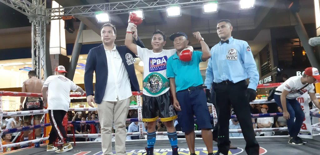 GAB Chairman Baham Mitra raises the hand of the newly crowned WBC Asia Silver featherweight champ Arnel Baconaje