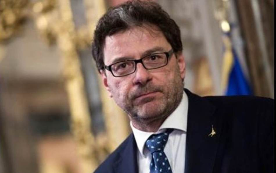 Giancarlo Giorgetti, in Italia si studia per la produzione dei vaccini anti-Covid