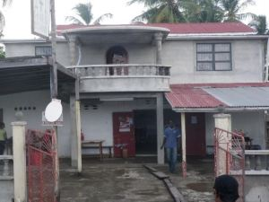 The house which the man allegedly fell from. [iNews' Photo]