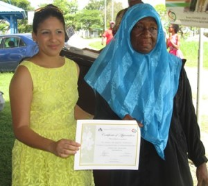 A foster parent receives a certificate of appreciation. [iNews' Photo]