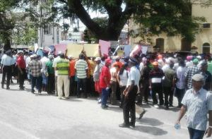 Sugar workers during the protest. [iNews' Photo]