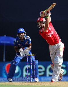 Glenn Maxwell, the leading run-scorer this season, counter attacked with a 27-ball 45