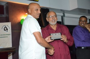 President Donald Ramotar presents award to M B &T Persaud Mining representative for top diamond producer for 2013