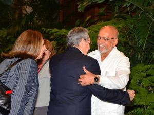 President Donald Ramotar being given a warm welcome by Cuba's President, Raul Castro on his arrival in Havana