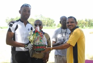 Marlon Williams (extreme left) receives his hamper and trophy at the presentation ceremony. [iNews' Photo]