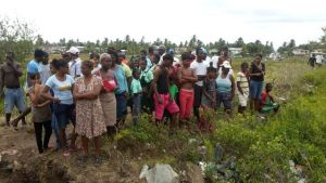 Persons gathered at the scene where the body was discovered. [iNews' Photo]