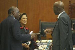 Jack Warner, talks with Opposition Leader Dr Keith Rowley, right, & Prime Minister Kamla Persad-Bissessar