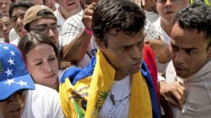 Leopoldo Lopez handed himself in to the authorities on 18 February 2014