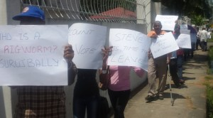 PPP supporters protesting in front of GECOM. [iNews' Photo]