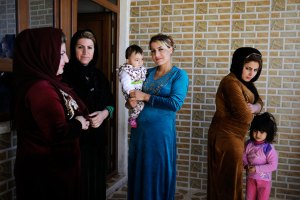 """Women chat together in the village of Halajay Gawra, northern Iraq, one of the villages UNICEF is working with to become """"FGM-free."""" © UNICEF/UN09330/Mackenzie"""