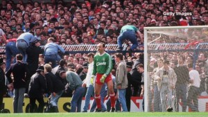 The game was stopped at six minutes past three. Moments before the players were taken off the pitch, fans had begun climbing over fences behind Liverpool goalkeeper Bruce Grobbelaar's goal to escape the crush