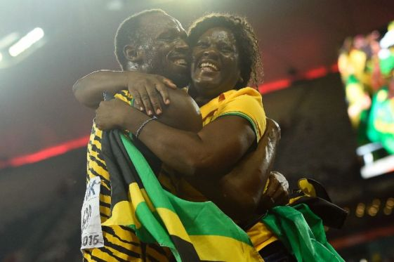 Usain Bolt with his mother Jennifer Bolt (Yahoo sports photo)
