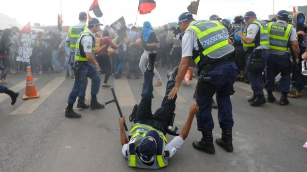There were clashes outside the National Congress building (AFP Image)