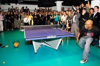 Ping Pong a New York.. L'emblema dell'eccesso della City