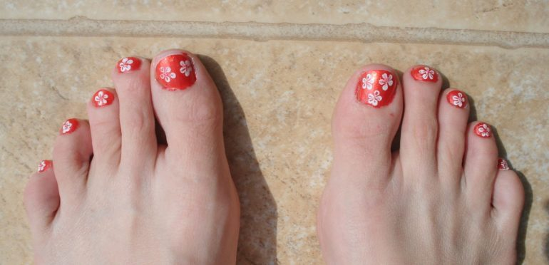 painted-flower-toes