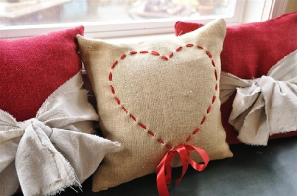woven-ribbon-burlap-pillow
