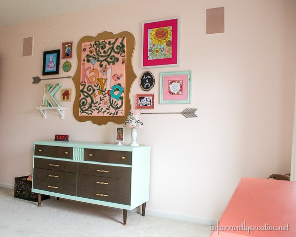 gallery wall for girls room