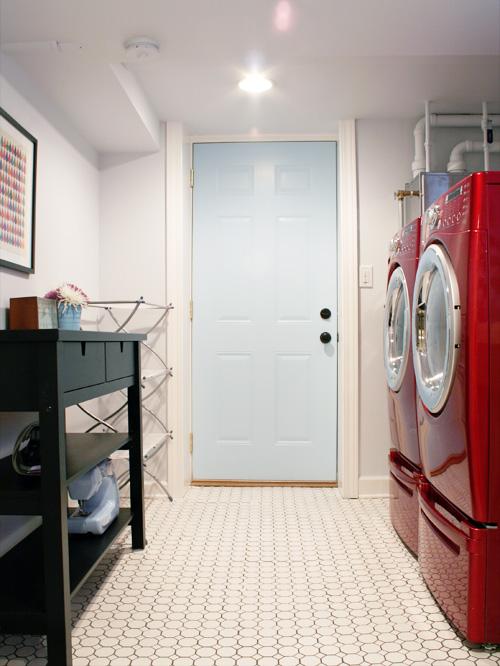 bright-basement-laundry