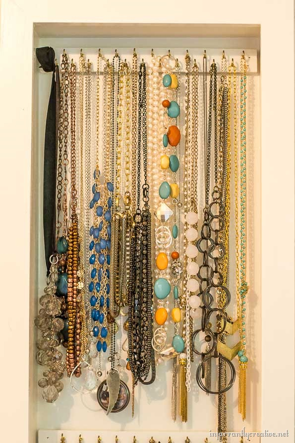 DIY-necklace-organization