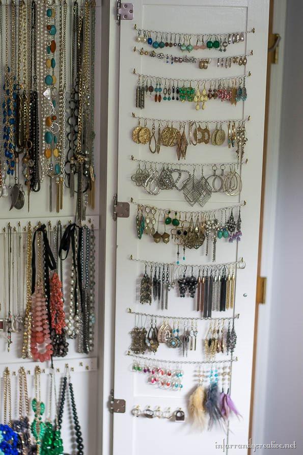 earring-organization-on-door