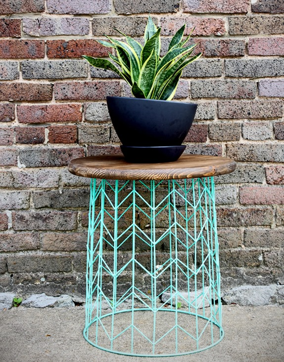 DIY Furniture ~ Turn a cheap wire basket into a side table!