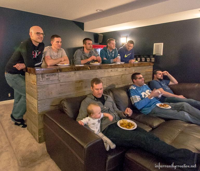 Man Cave Bar Items : Man cave wood pallet bar free diy plans infarrantly