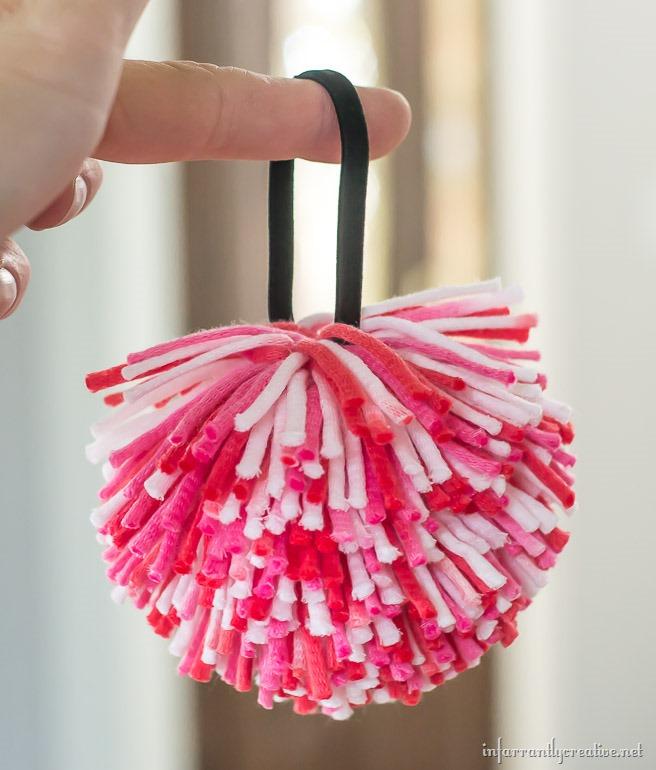 pom-pom-hair-bow