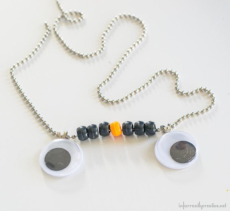 halloween-eye-necklace