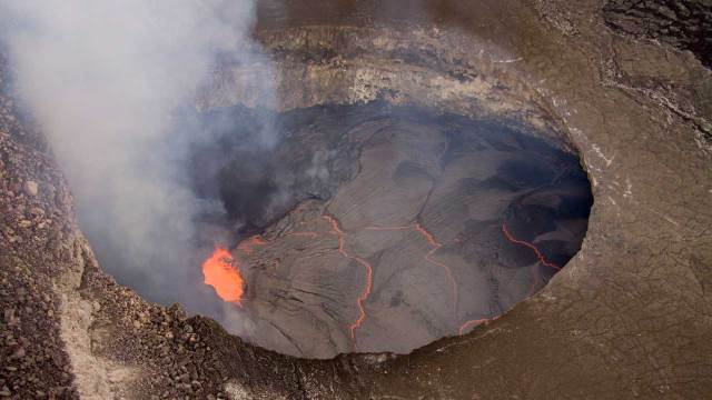 Mount-Kilauea-lava-lake