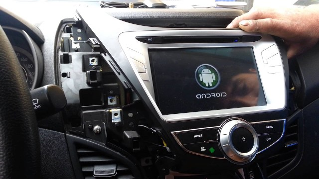 General Motors integrates Apple CarPlay, Android Auto in