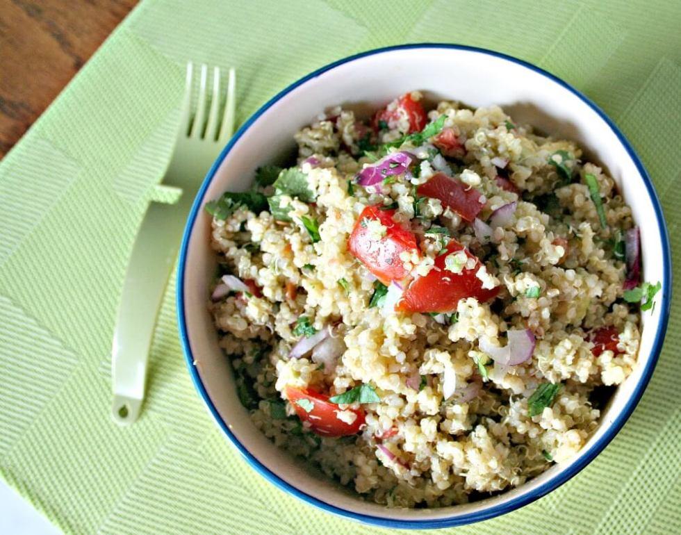 Quinoa and Avocado salad   www.infinebalance.comQuinoa and Avocado salad   www.infinebalance.com #vegan #salad #quinoa
