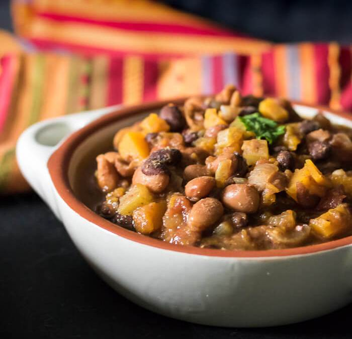 Butternut Squash Vegetarian Chili {Slow Cooker Recipe}