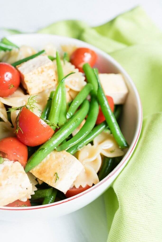 Bowtie pasta tofu salad with cherry tomatoes and green beansns