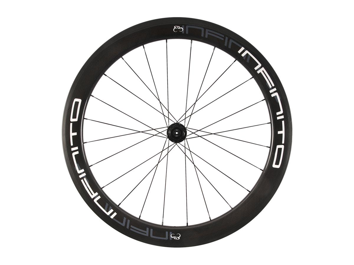 https://www.infinito-cycling.com/wp-content/uploads/2019/02/R6T-Witte-velg-Zwarte-naaf-Rear-1.jpg