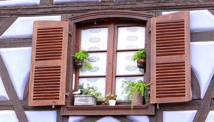 Finestra e persiane in legno