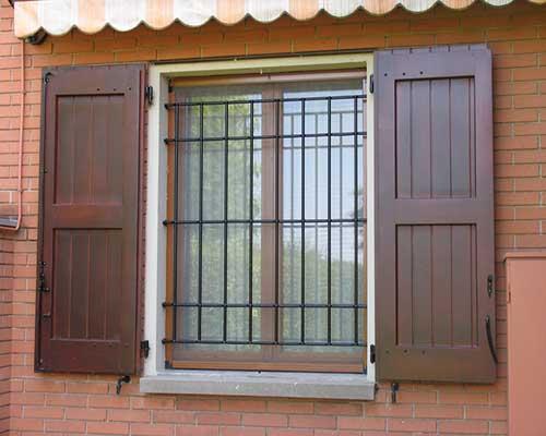 grate di sicurezza Torino esempio su una finestra