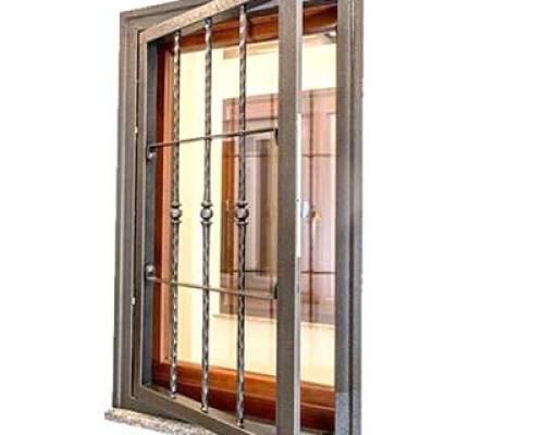 grate di sicurezza Bergamo esempio su una finestra