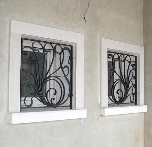 Inferriata per finestra su misura installata a Como
