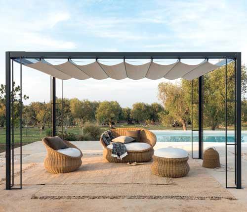 Tipologie di tende da sole a Varese: tenda a copertura di una pergola