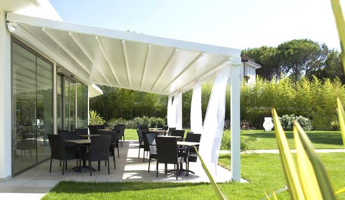 Tenda da sole in giardino paese provincia di Brescia