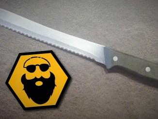 Ein Brotmesser als Tatwaffe. Mit einem solchen Messer (Symbolbild) wurde dem Mädchen der Kopf beinahe ganz abgetrennt.