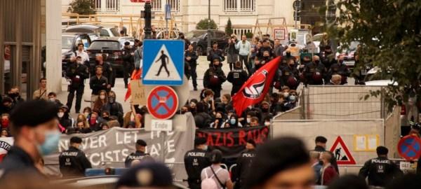 Anders als von Antifa-Aktivisten auf Twitter behauptet, konnten die wenigen Antifa-Aktivisten die Demonstration weder durch Blockladen noch durch hysterisches Schreien und Trommeln stören. Bild: Info-DIREKT