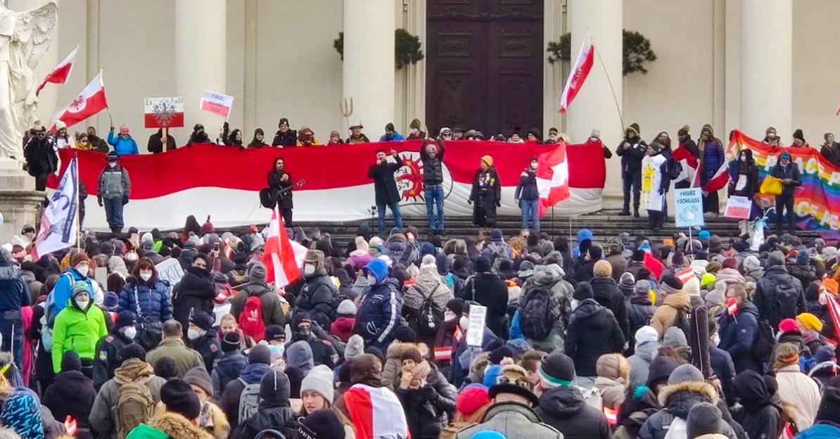 Bild von der Kundgebung am Karlsplatz am 13. Februar: Info-DIREKT